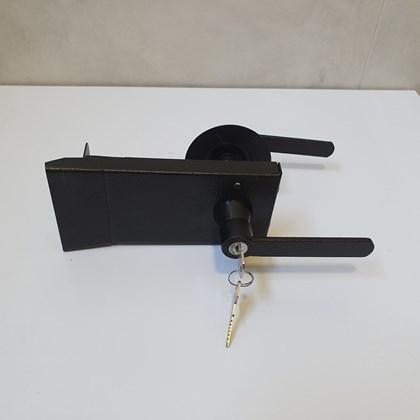 Fechadura Corta Fogo Sobrepor com chave para portas com abertura para fora