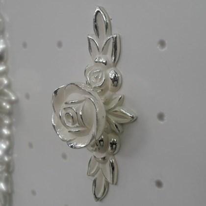 Puxador Floral Branco Provençal 165 com espelho médio